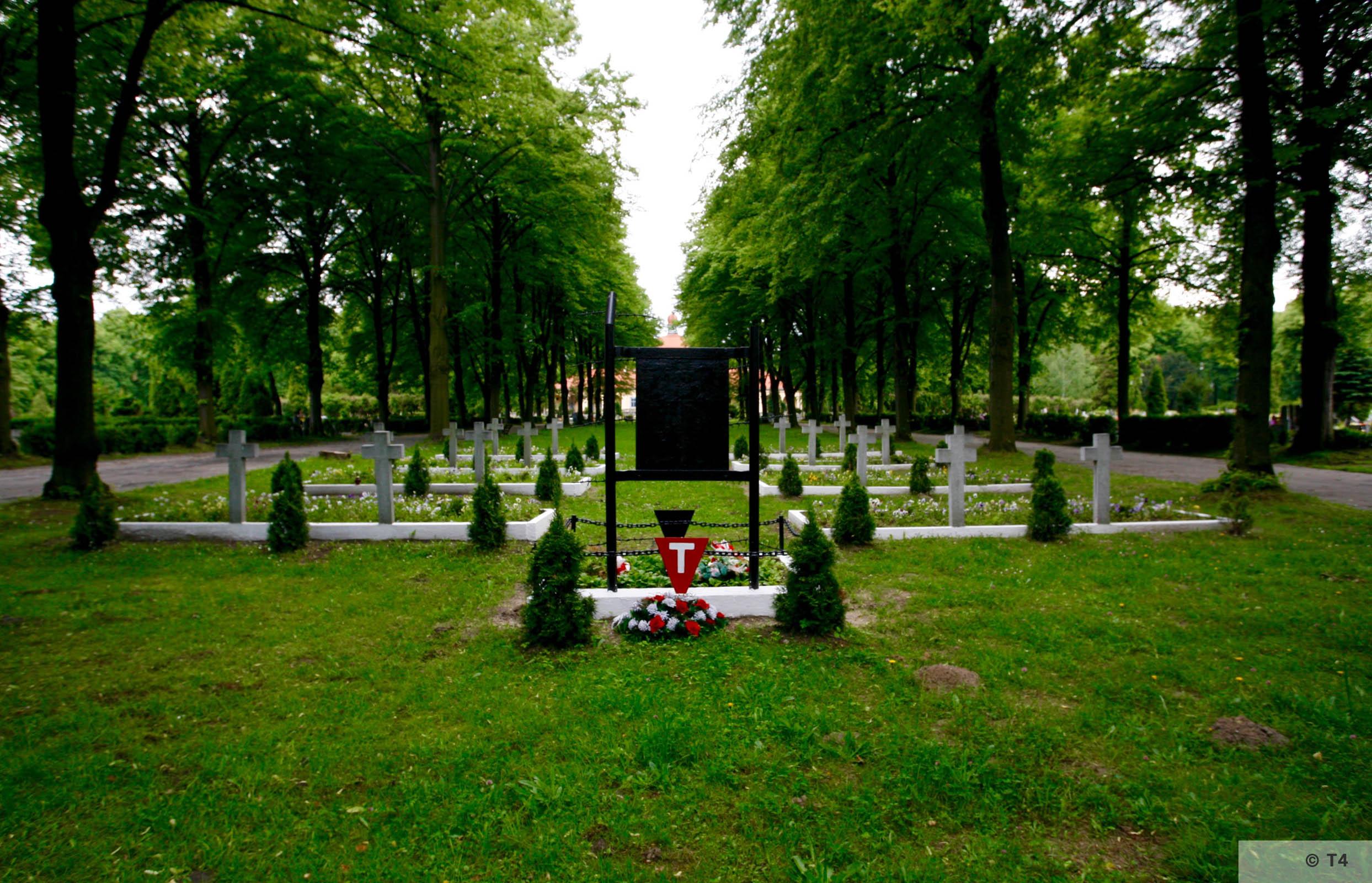 Gliwice cemetery. 2005 T4 5566