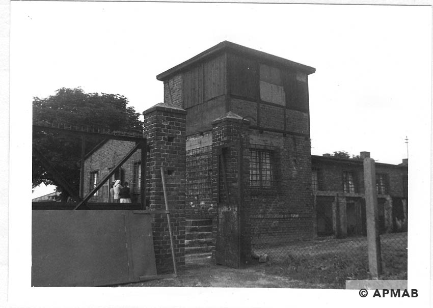 Guard tower, Blockführerstube and main gate to the camp. 1960 APMAB 21304 1