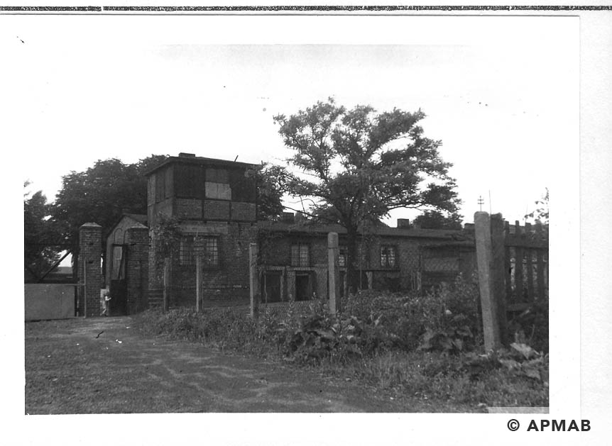 Guard tower, Blockführerstube and main gate. 1960 APMAB 21304 4