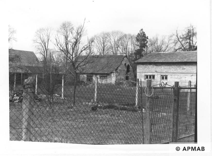 Hen House. 1993 APMAB 21746 4