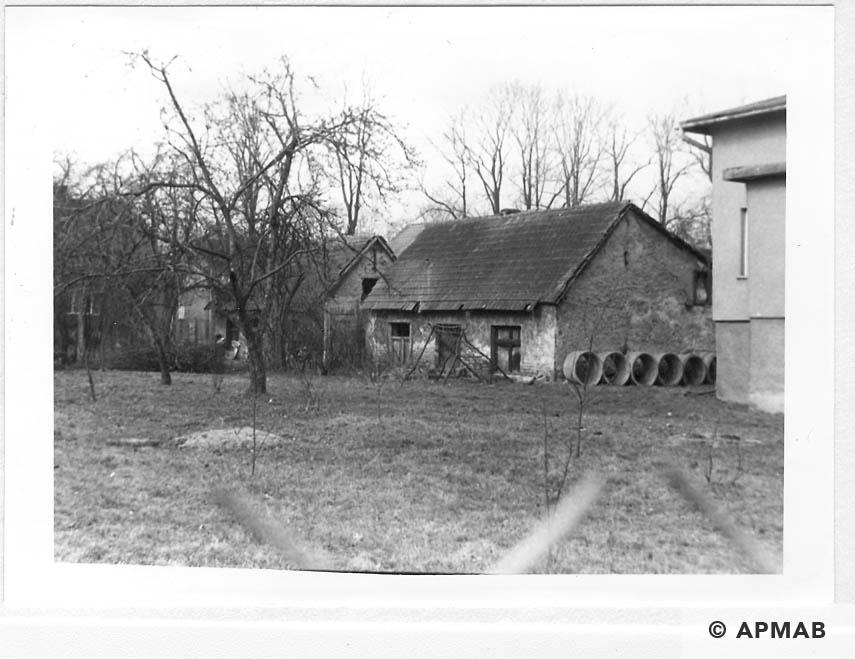 Hen House. 1993 APMAB 21746 5