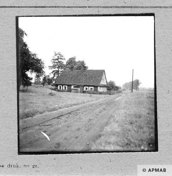 House close to the camp where prisoner Habal hid after escape form the camp. 1959 APMAB 6485
