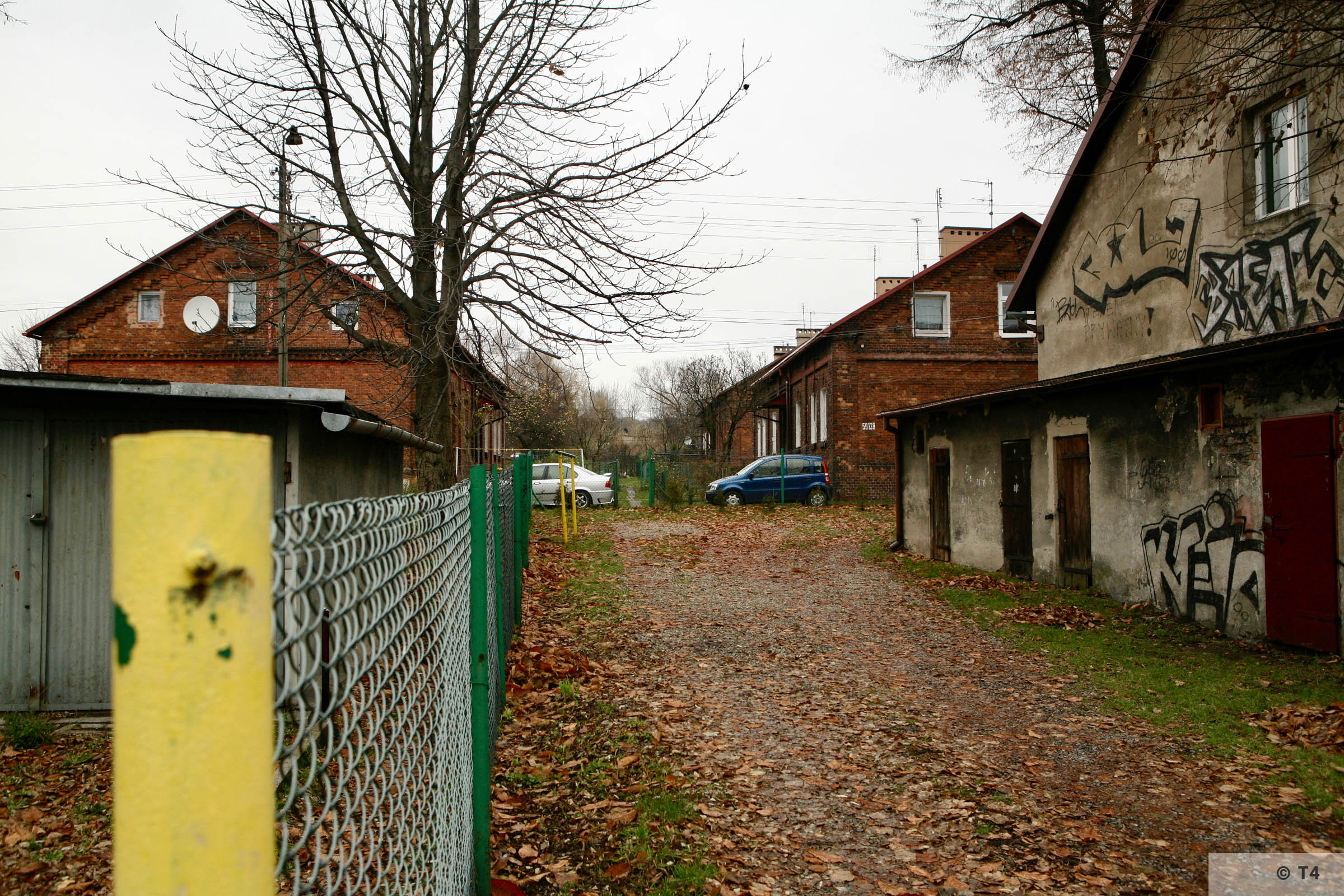 Housing estate for senior civilian employees working at the refinery. 2007 T4 4029