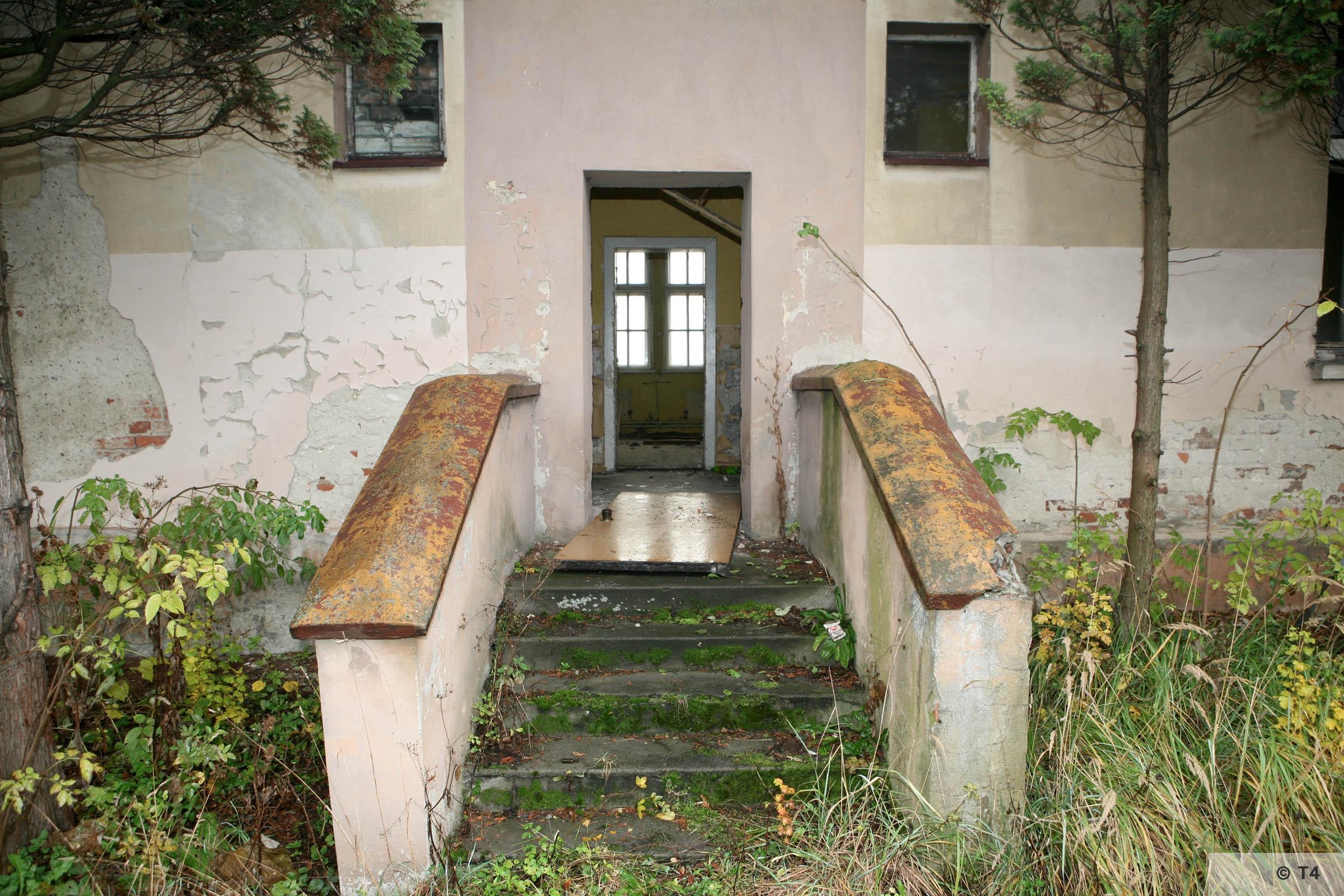 Hygiene Institut der Waffen SS laboratory in Rajsko. 2007 T4 2860