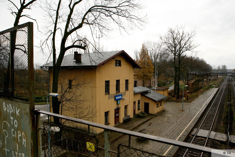 Kobior railway station. 2007 T4 3155