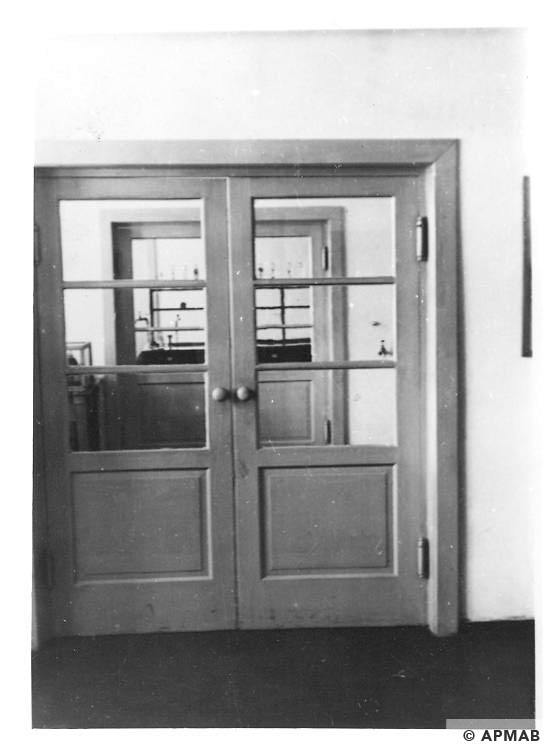 Laboratory inside view. Photo by Bauleitung d. Waffen SS u. Polizei KL Auschwitz. APMAB 20995 153