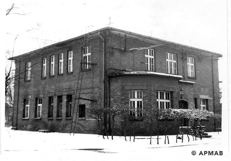 Main administratuve building of the SS in the sub camp. 1969 APMAB 14764