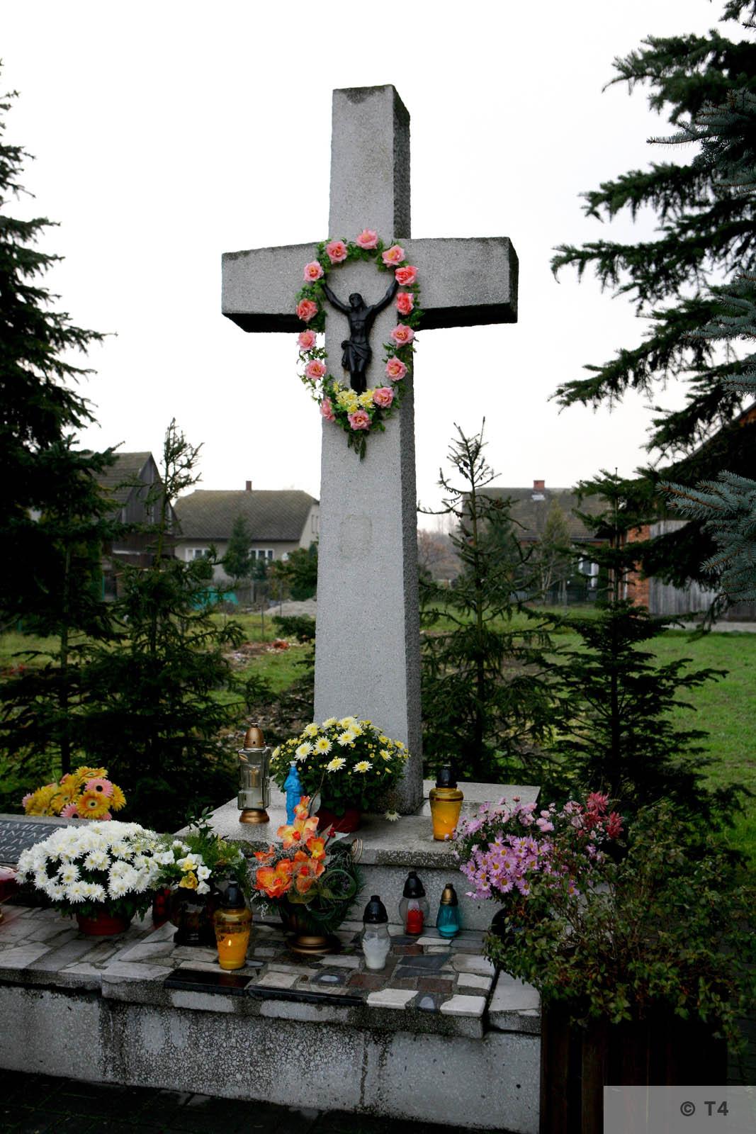 Memorial at ul Bartosza Głowackiego in Monowice. 2008 T4 3177