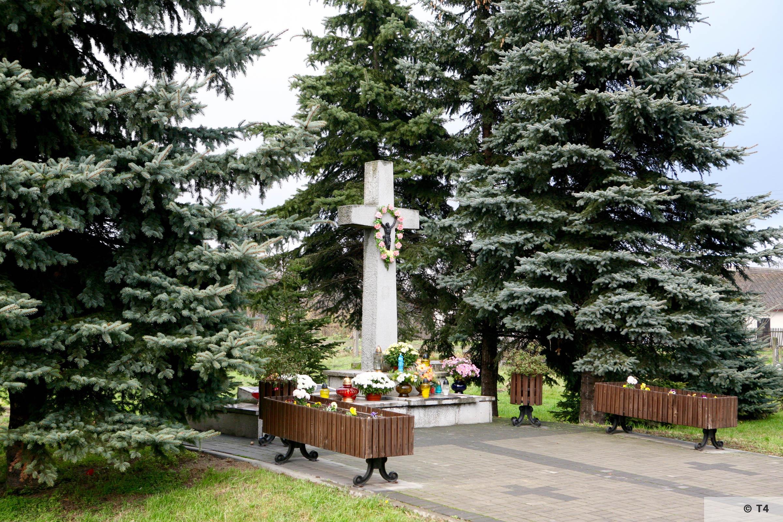 Memorial at ul Bartosza Głowackiego in Monowice. 2008 T4 3179