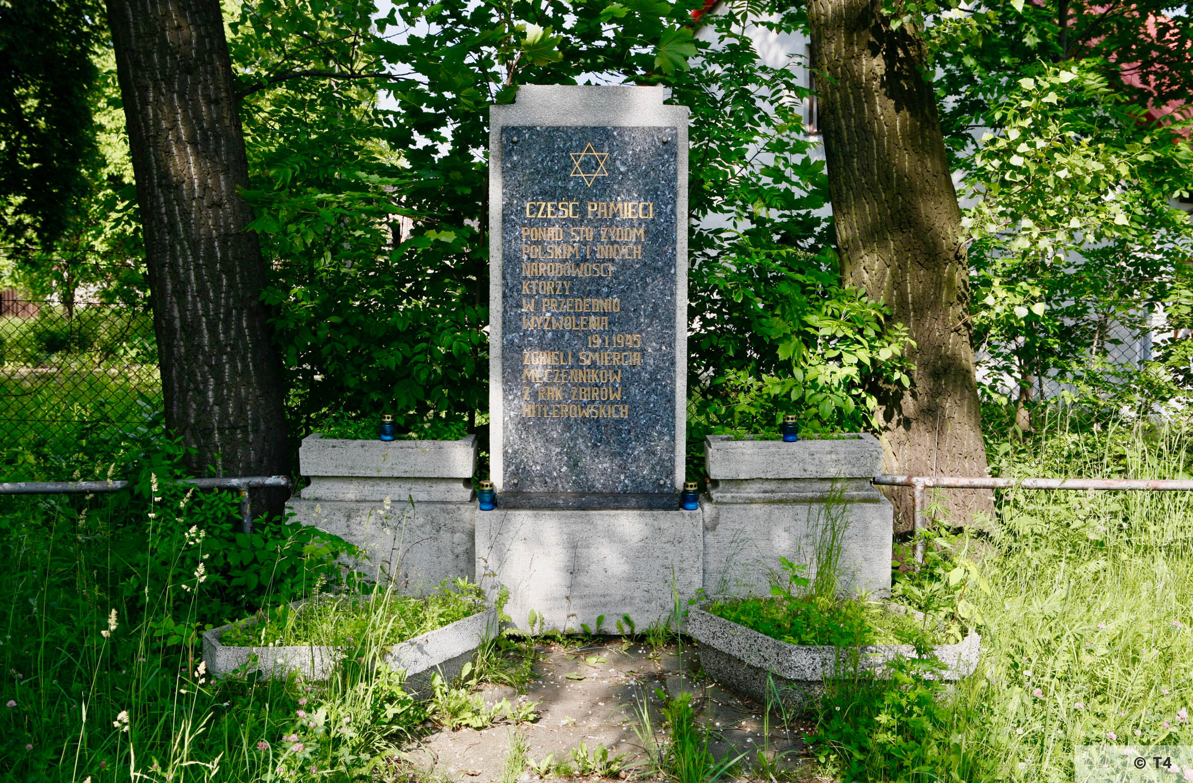 Memorial outside the gate of the former sub camp. 2006 T4 6672