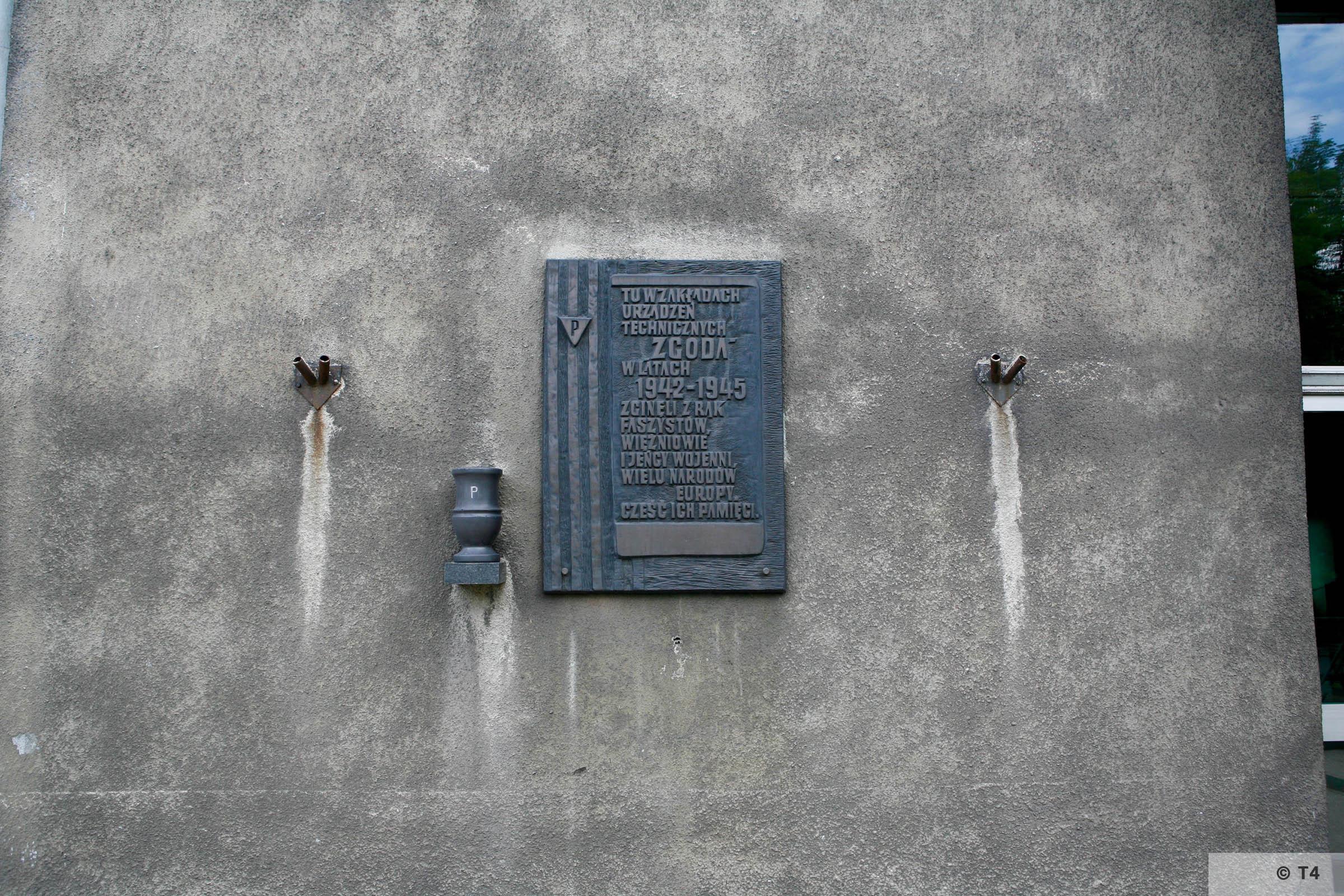 Memorial plaque. 2006 T4 6281