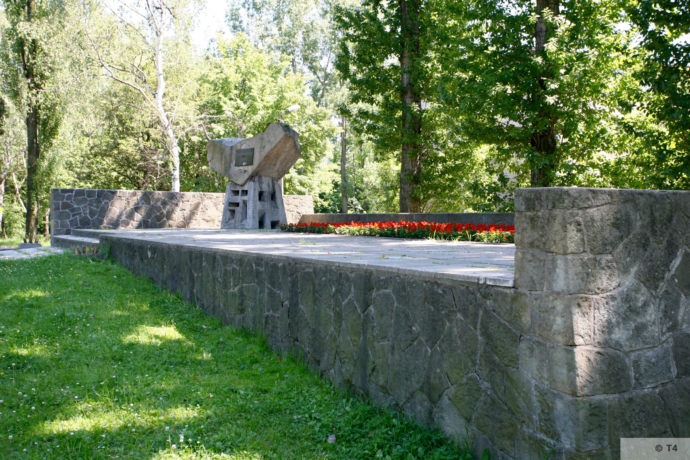 Monument at ul Grunwaldzka at the mass grave of Auschwitz prisoners. 2008 T4 7870