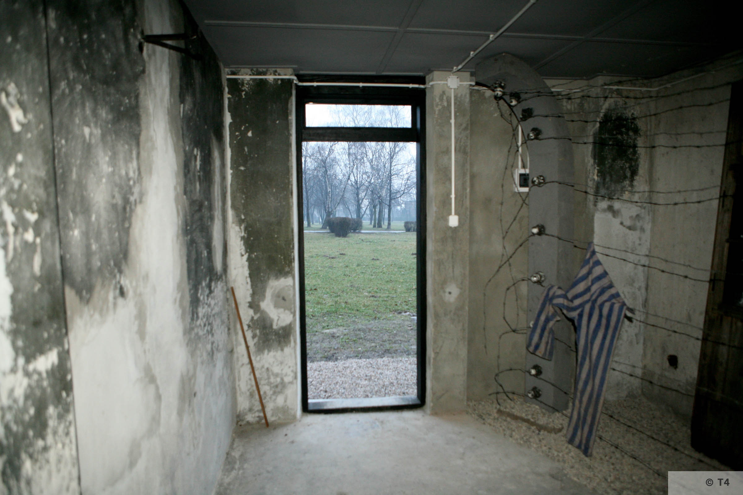 Museum in the former camp bathhouse. 2007 T4 4351