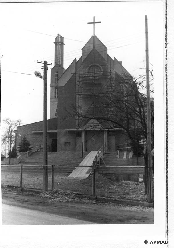 New church in Harmeze. 1993 APMAB 21746 6