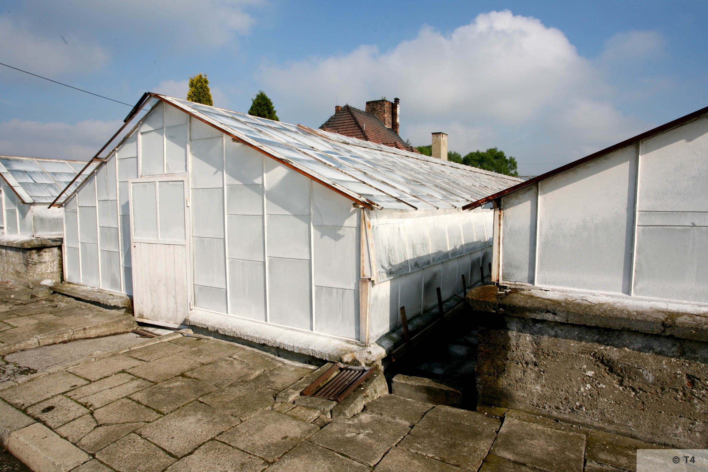New greenhouses. Former horticultural laboratory in the background. 2006 T4 5135