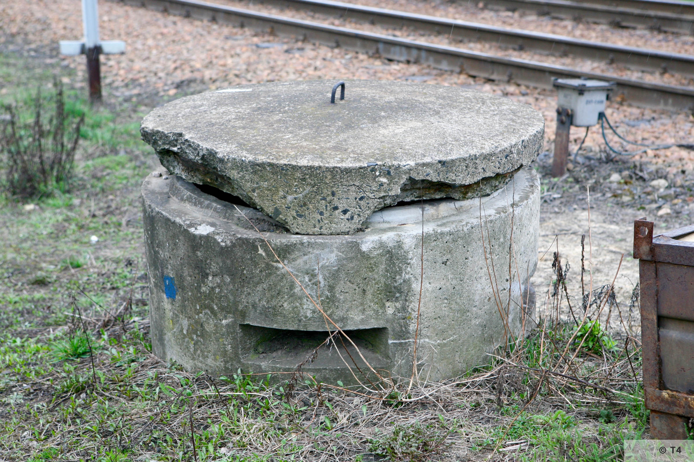 One man air raid bunker at railway crossing in Babice 2007 T4 3791