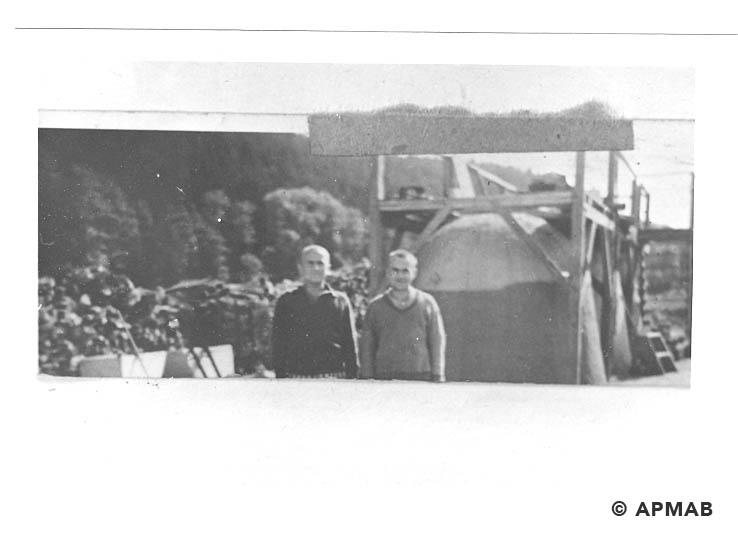 Prisoners of Brünn. Photo made by guard in Einhorn estate in 1944. APMAB 20795 1