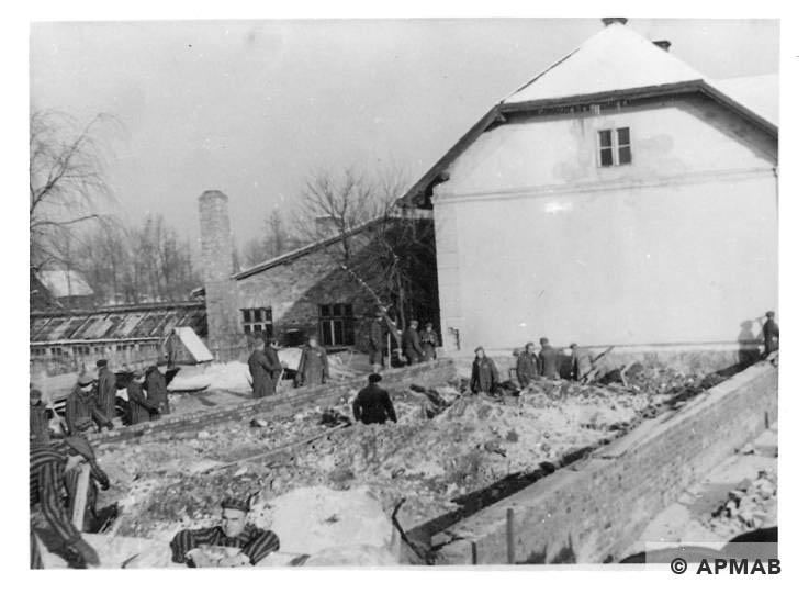 Prisoners work over extension of laboratory in Rajsko. Photo by Bauleitung d. Waffen SS u. Polizei KL Auschwitz. APMAB 20995 151