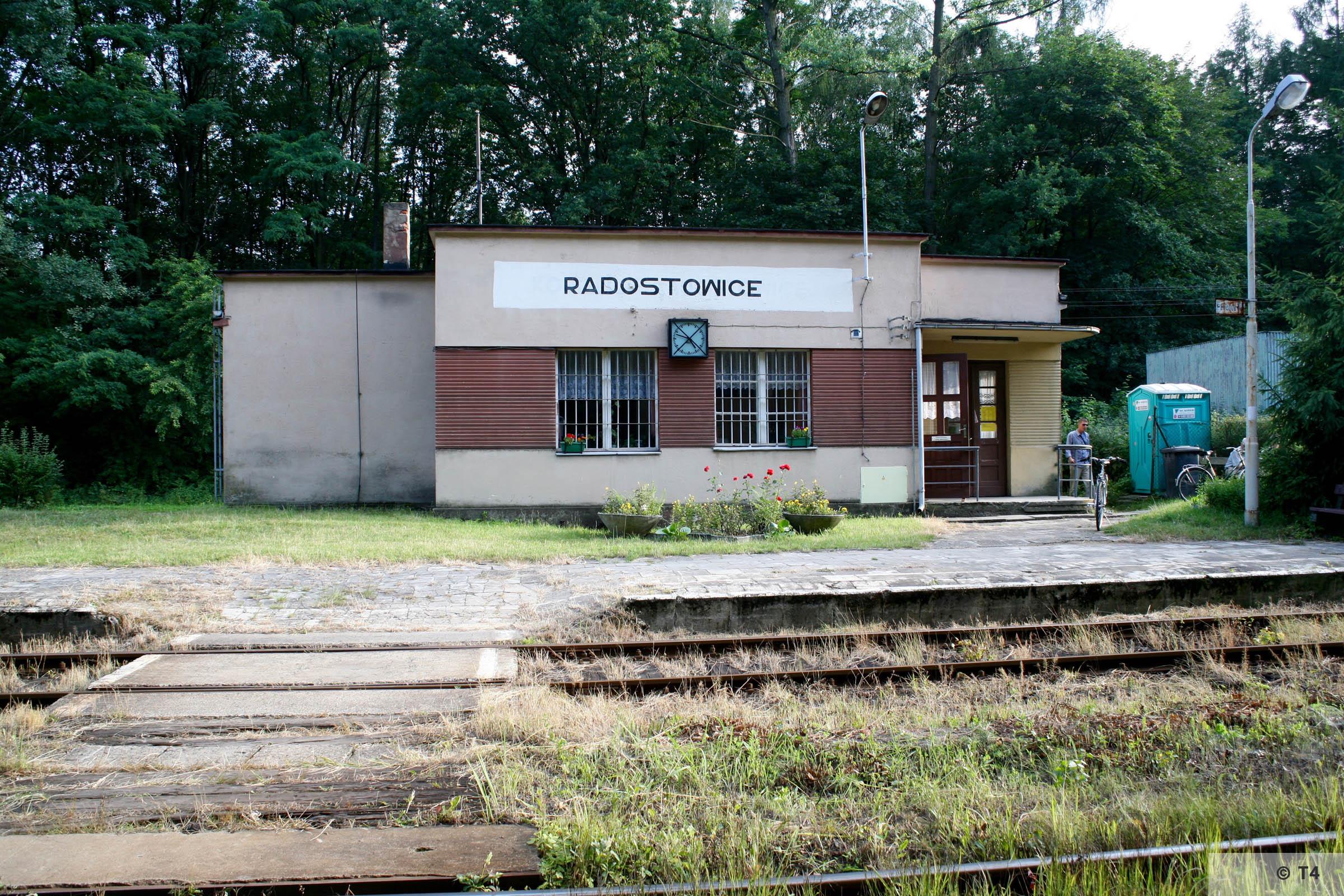 Radostowice railway station. 2007 T4 8995