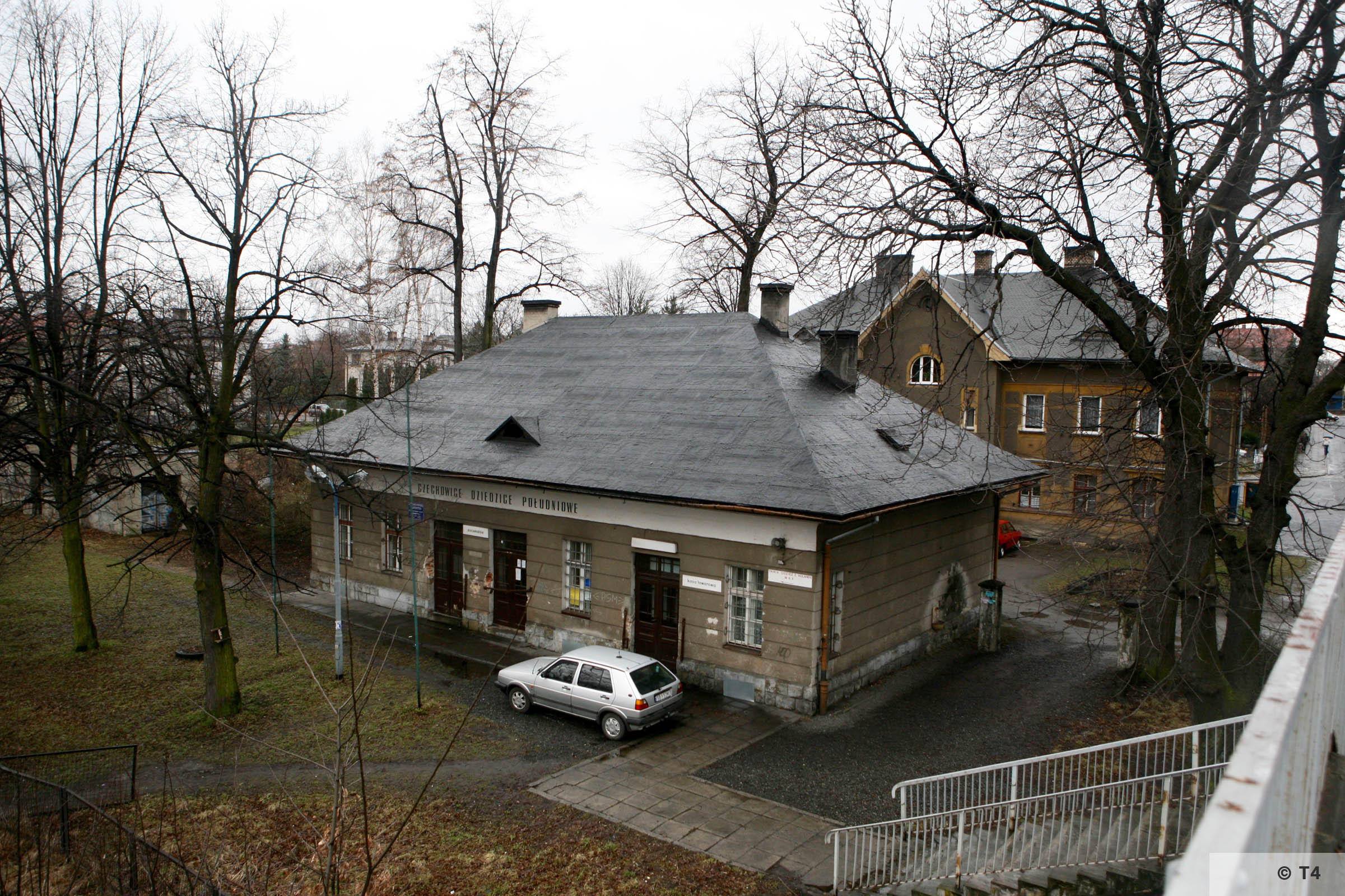 Railway station building in which prisoners were housed for several hours. 2007 T4 4475