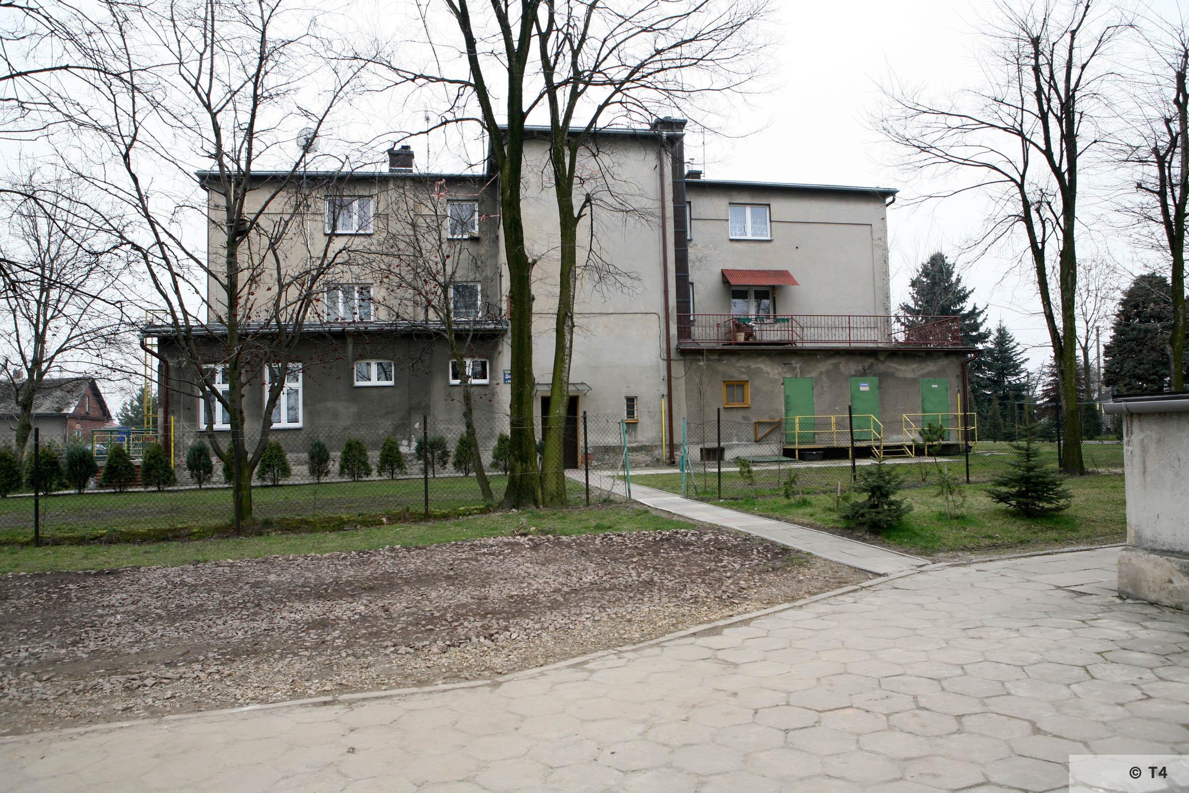 Rear of Babice School 2007 T4 3701