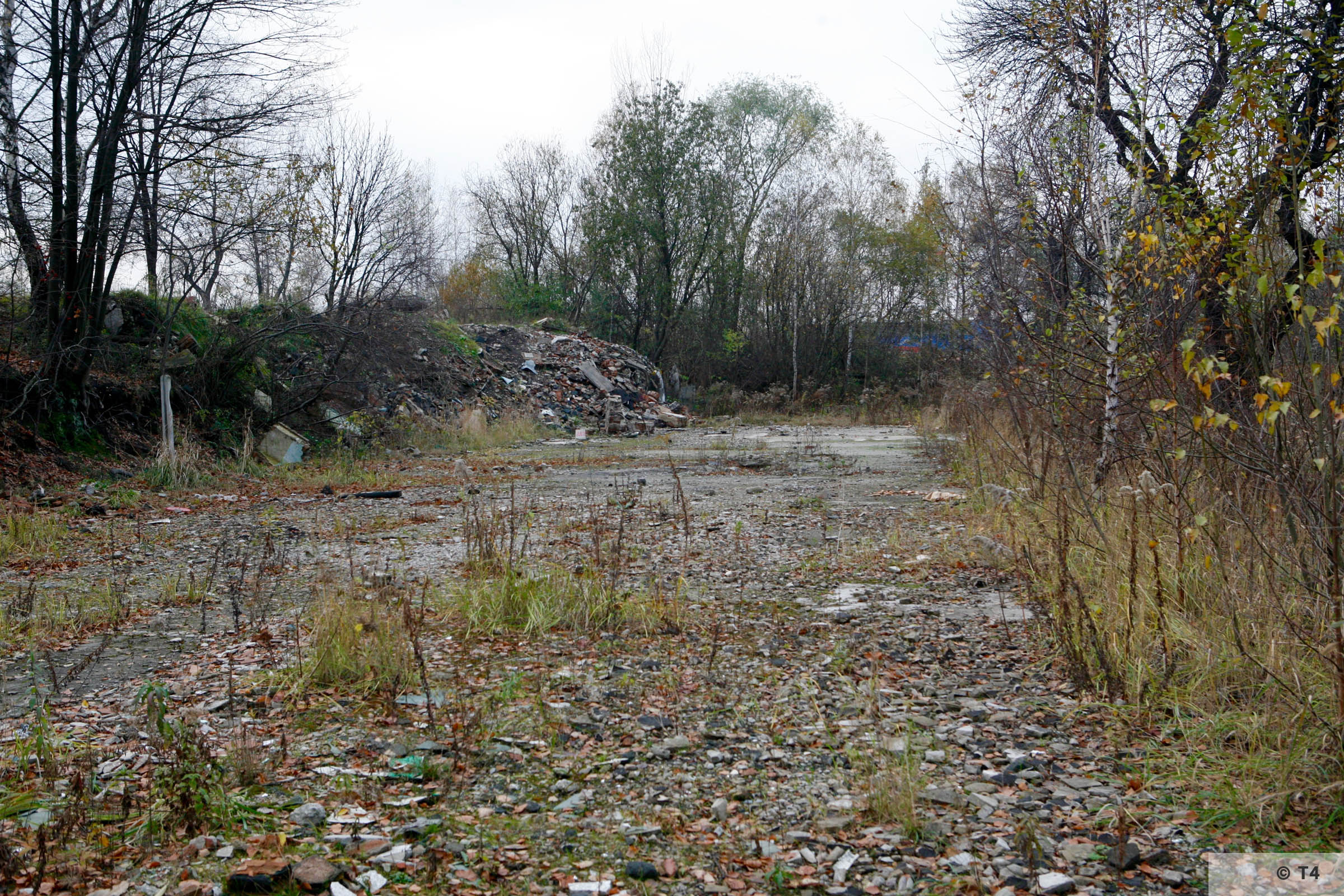 Remnants in the area of the former sub camp and labour camp. 2006 T4 4826