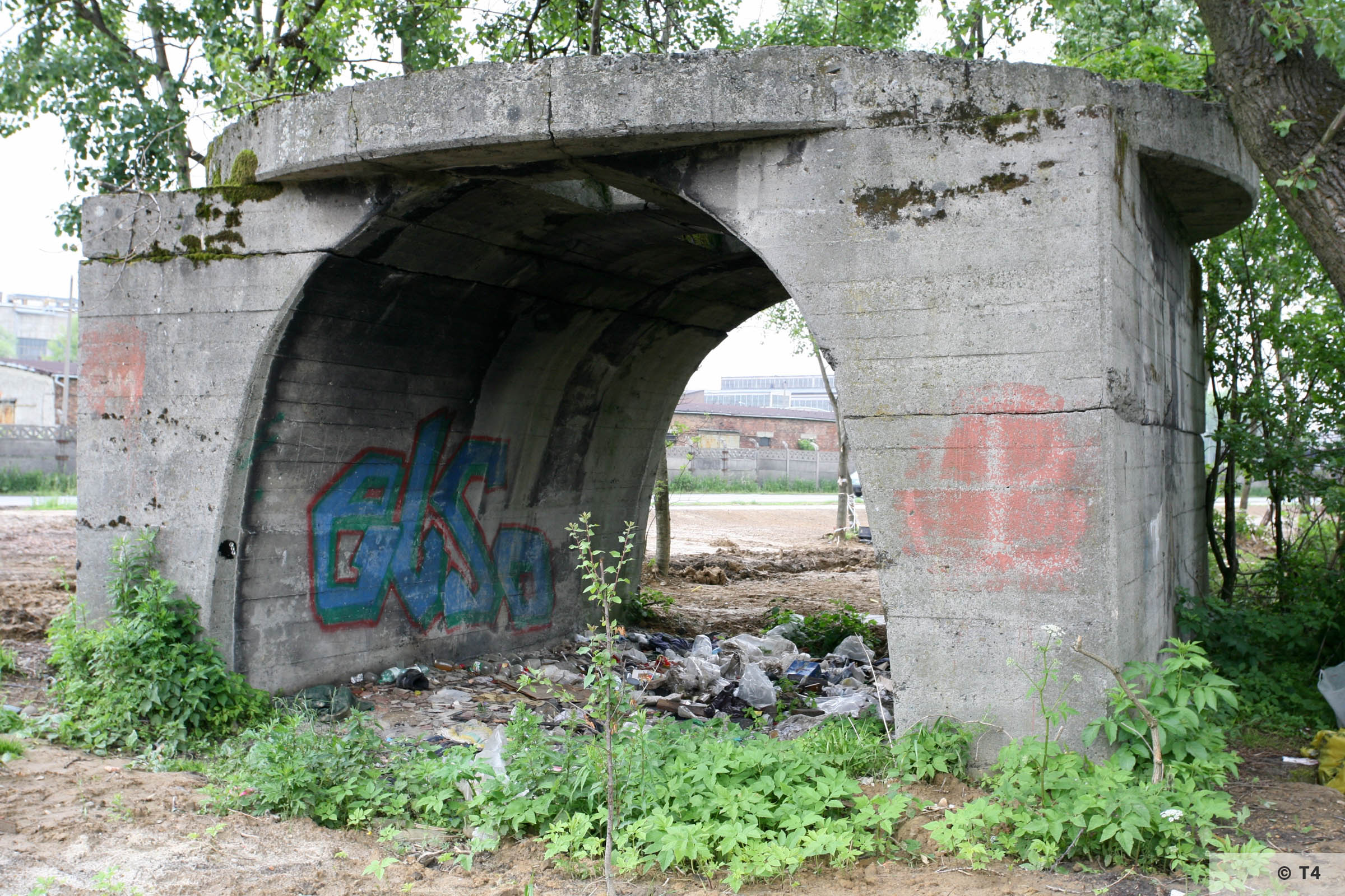 Remnants of concrete structure along ul Fabryczna. 2006 T4 4880