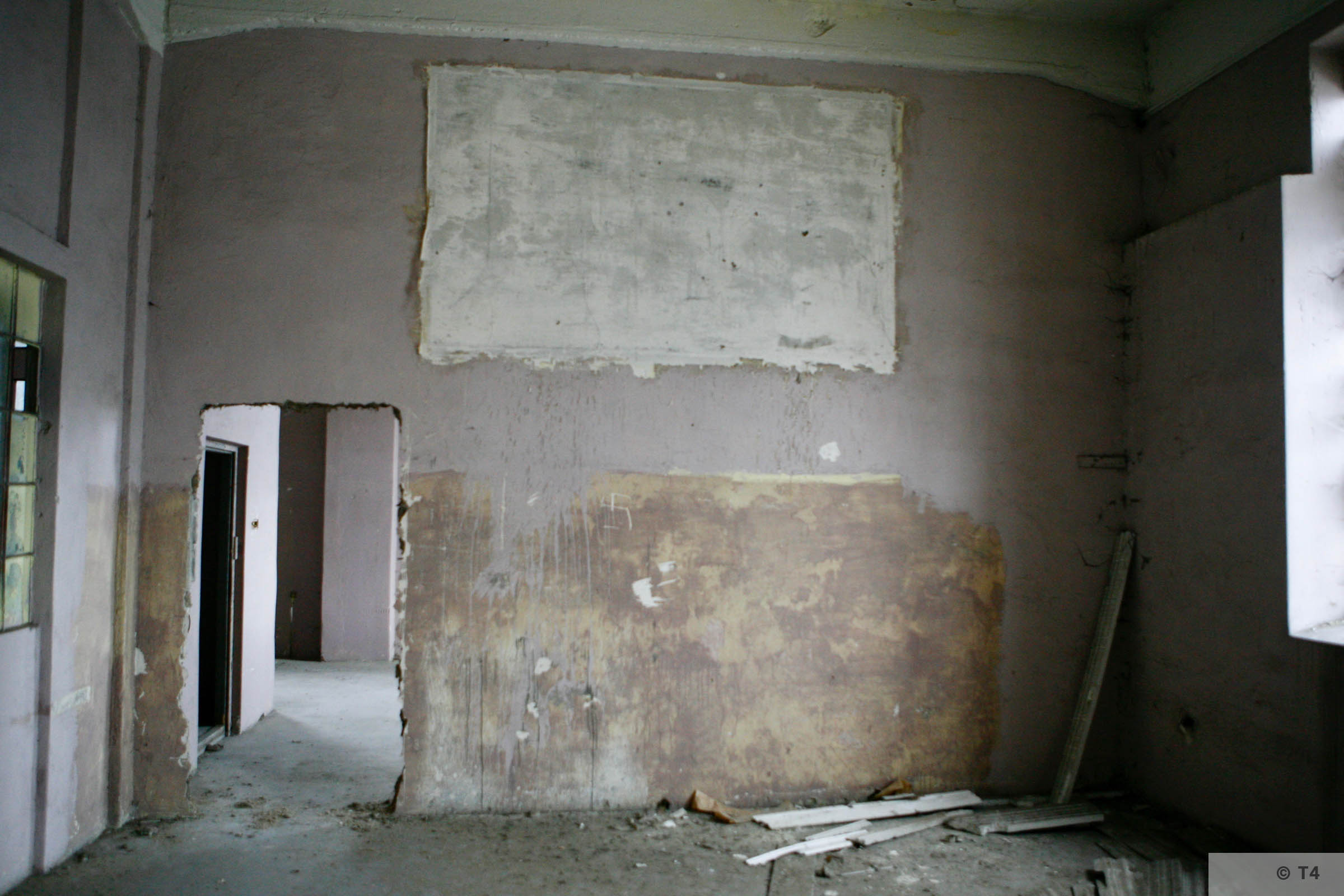 Remnants of frescos. 2006 T4 3409