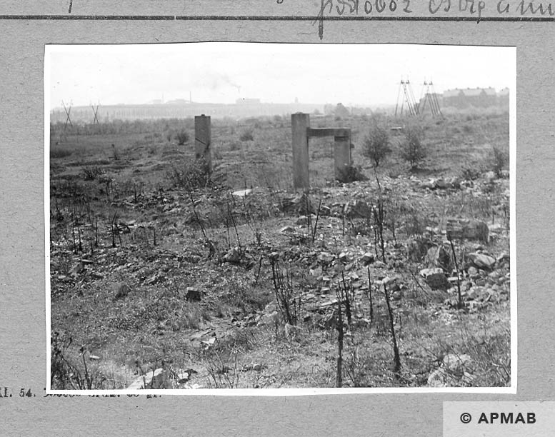Remnants of main gate. 1962 APMAB 923