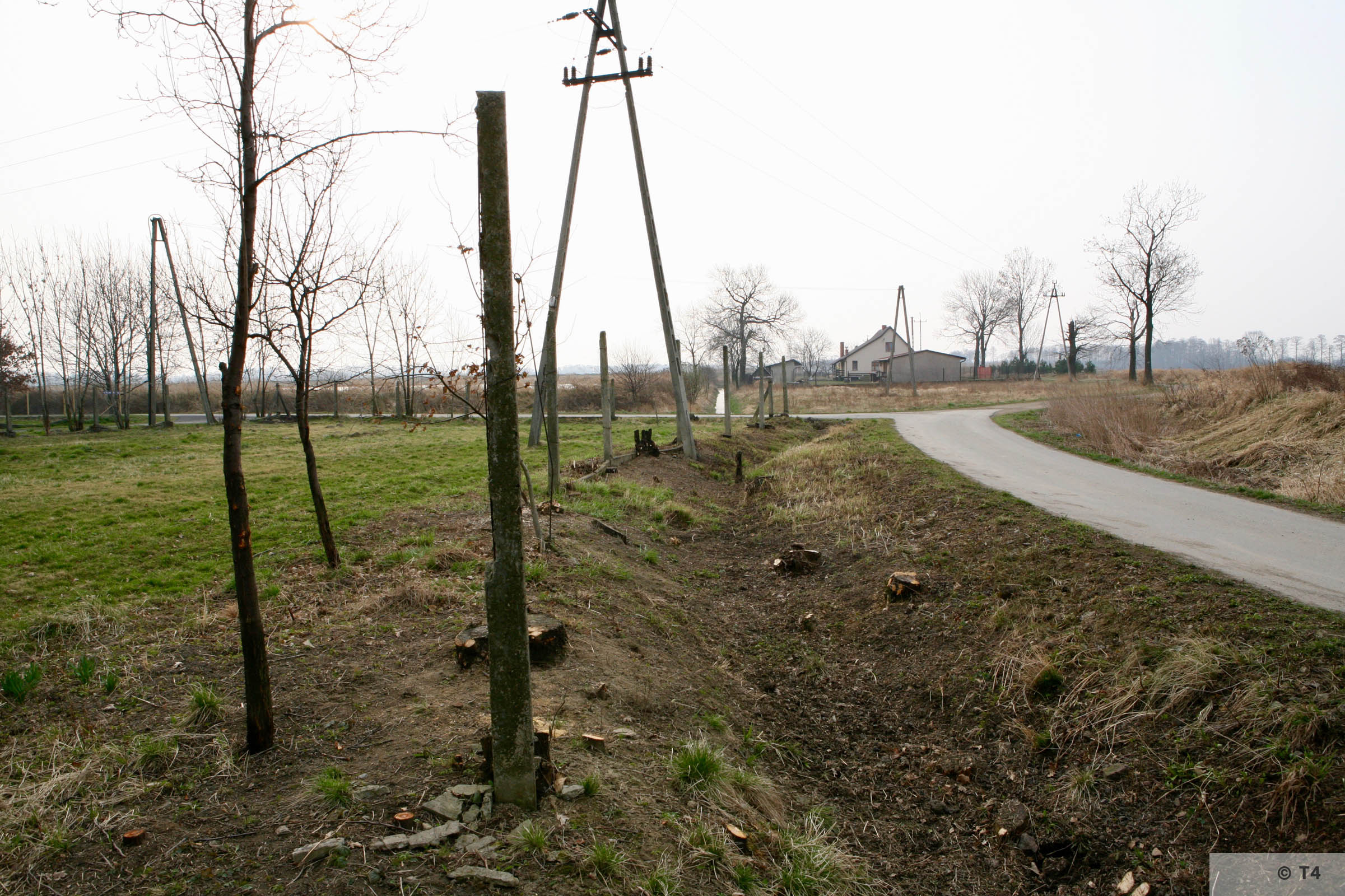 Remnants of the concrete posts probably used to surround the places of work and accommodation and work. 200'7 T4 3589