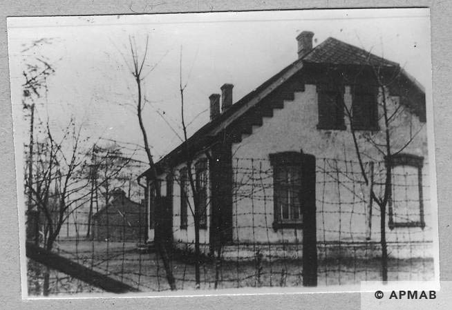 School building in Brzeszce Bor for female prisoners of the penal company. On the photo original fence. APMAB 6659
