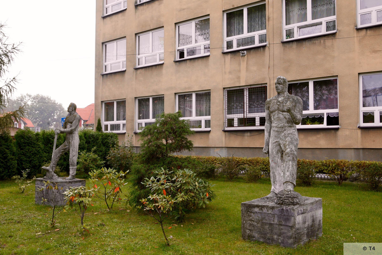 Sculptures in front of school in Brzeszcze. 2006 T4 3691