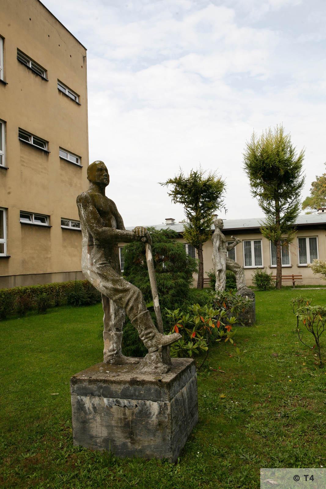 Sculptures in front of school in Brzeszcze. 2006 T4 3702