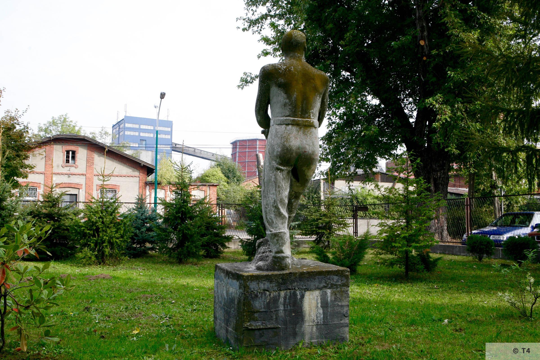 Sculptures in front of school in Brzeszcze. 2006 T4 3708