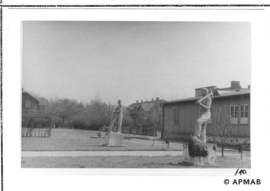 Sculptures on the camp area. 1960 to 1965 APMAB 21080 10