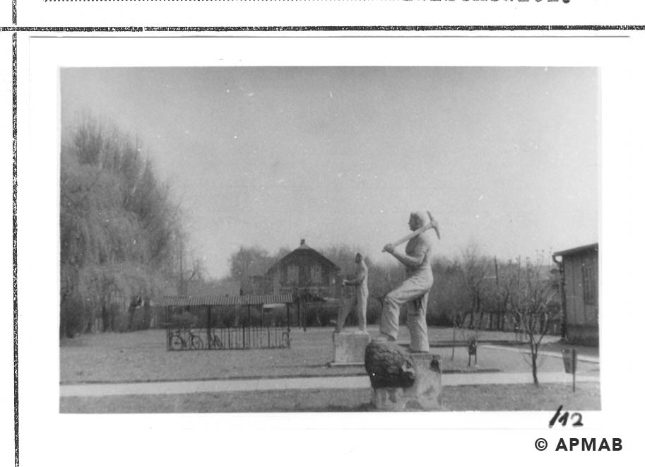 Sculptures on the camp area. 1960 to 1965 APMAB 21080 12