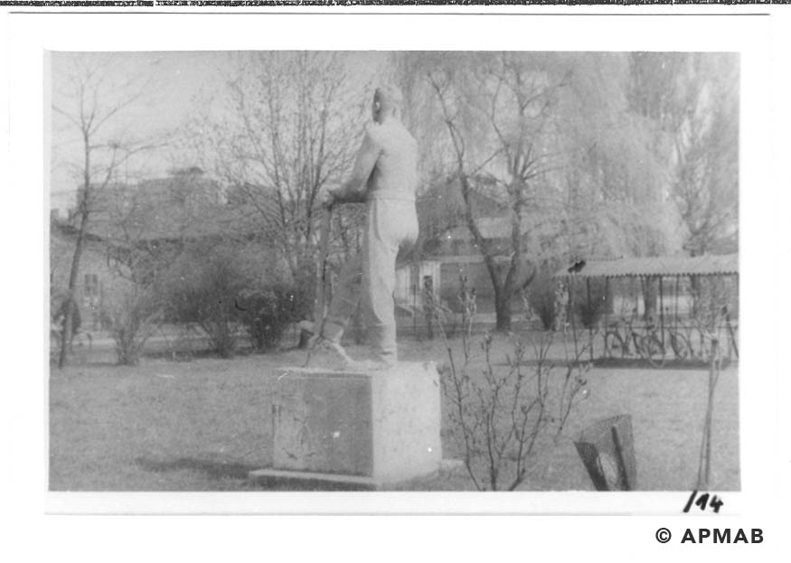 Sculptures on the camp area. 1960 to 1965 APMAB 21080 14
