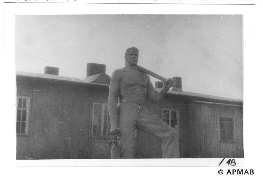 Sculptures on the camp area. 1960 to 1965 APMAB 21080 18