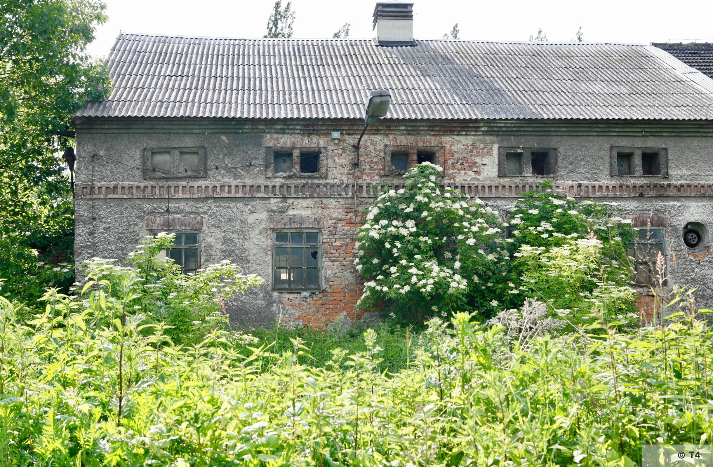Stone stable building where prisoners lived.from outside the former sub camp. 2006 T4 6709