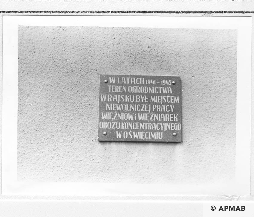 The building part of the Raisko sub camp with a commemorative plaque.1993 APMAB 21748 4