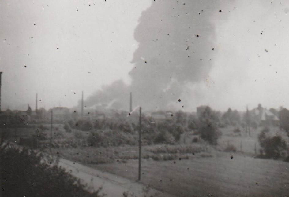 The moment of bombing the Vacuum Oil Company refinery. 20 August 1944. House of the Piesko family ul. Narutowicza Dziedzice