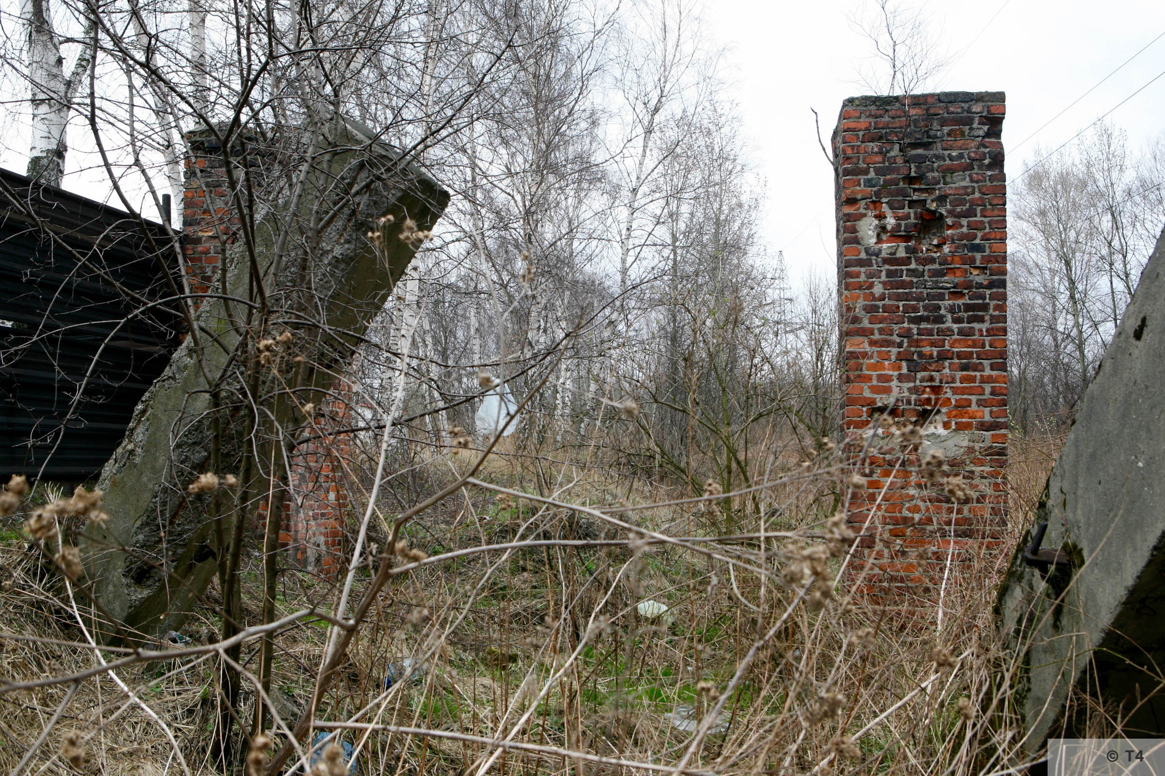 The side gate for prisoners located in the southeast corner of the sub camp. Through this gate, prisoners went to work in the Dachsgrube mine. 2007 T4 6271