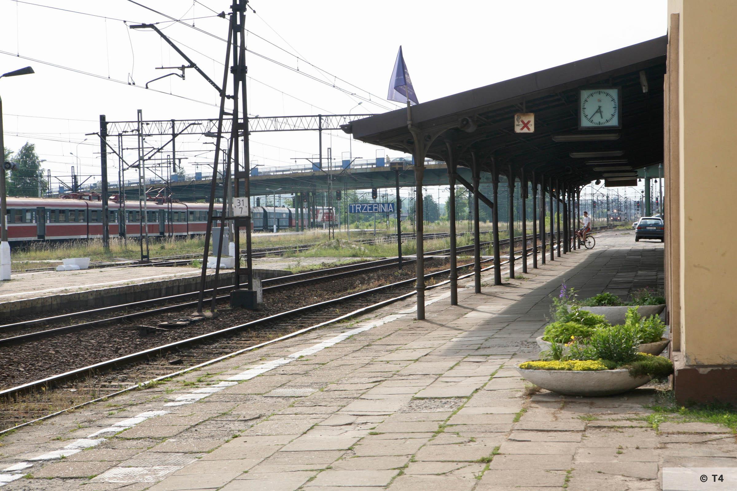 Trzbenina railway station. 2007 T4 4726