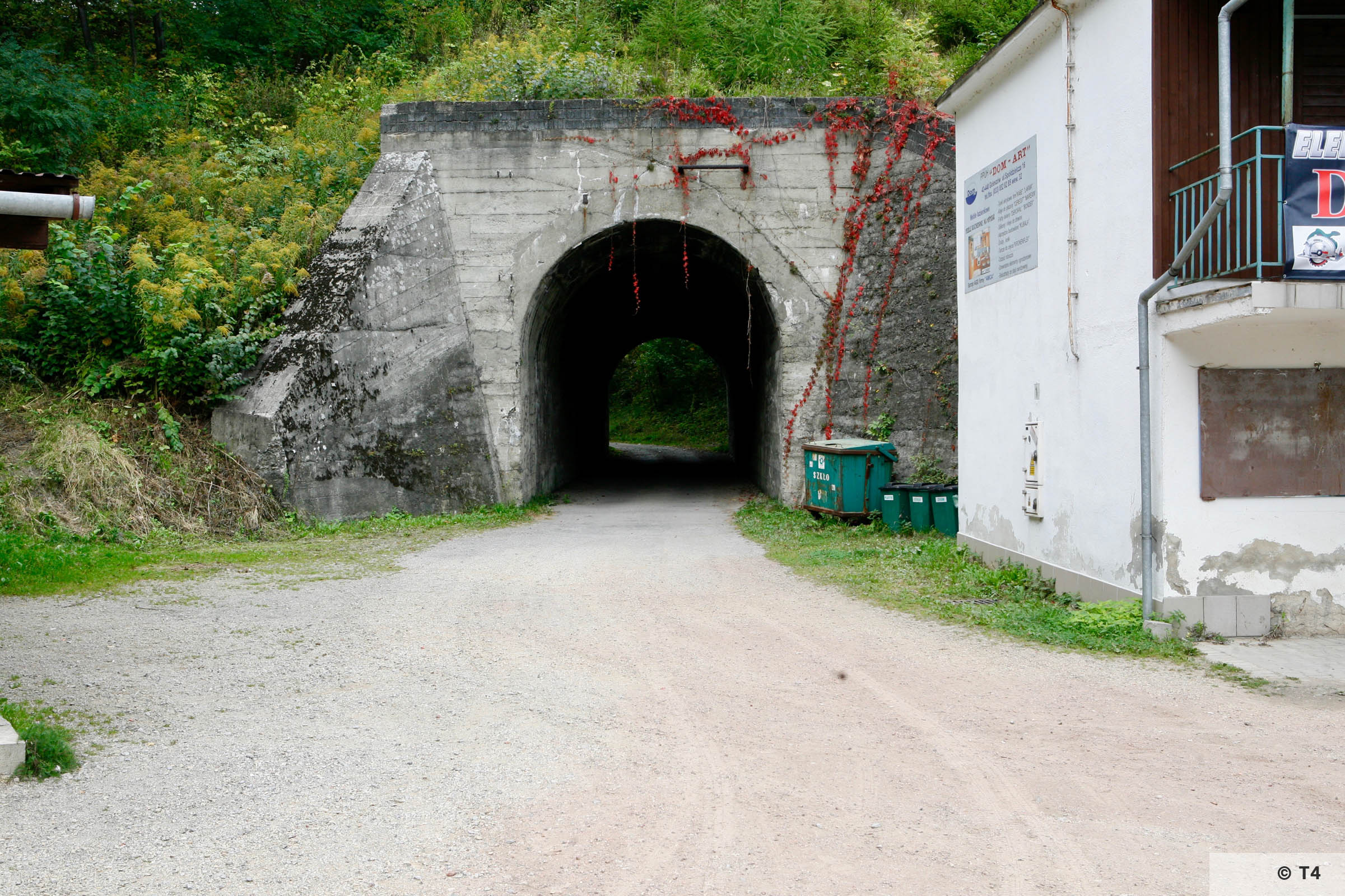 Tunnel under railway near quarry. 2006 T4 3355