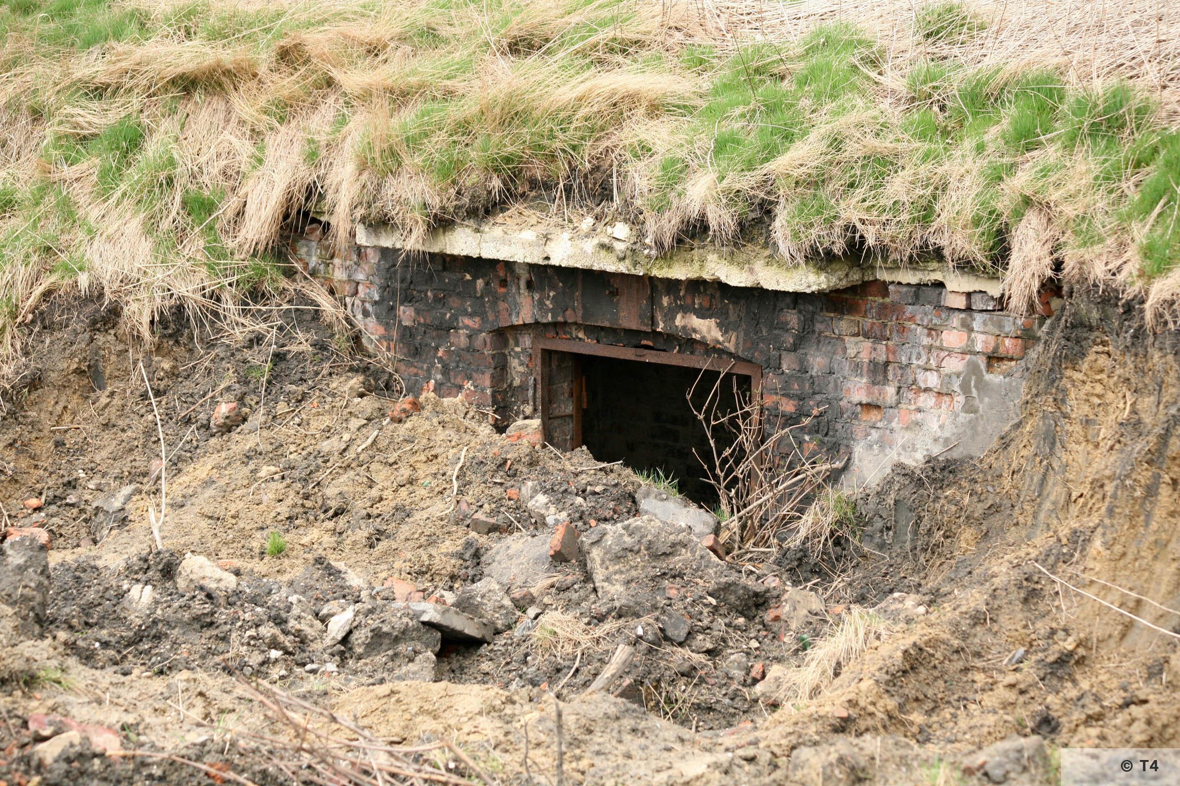 Underground bunker on the area of the former Deutsche Garusswerke. 2007 T4 5215