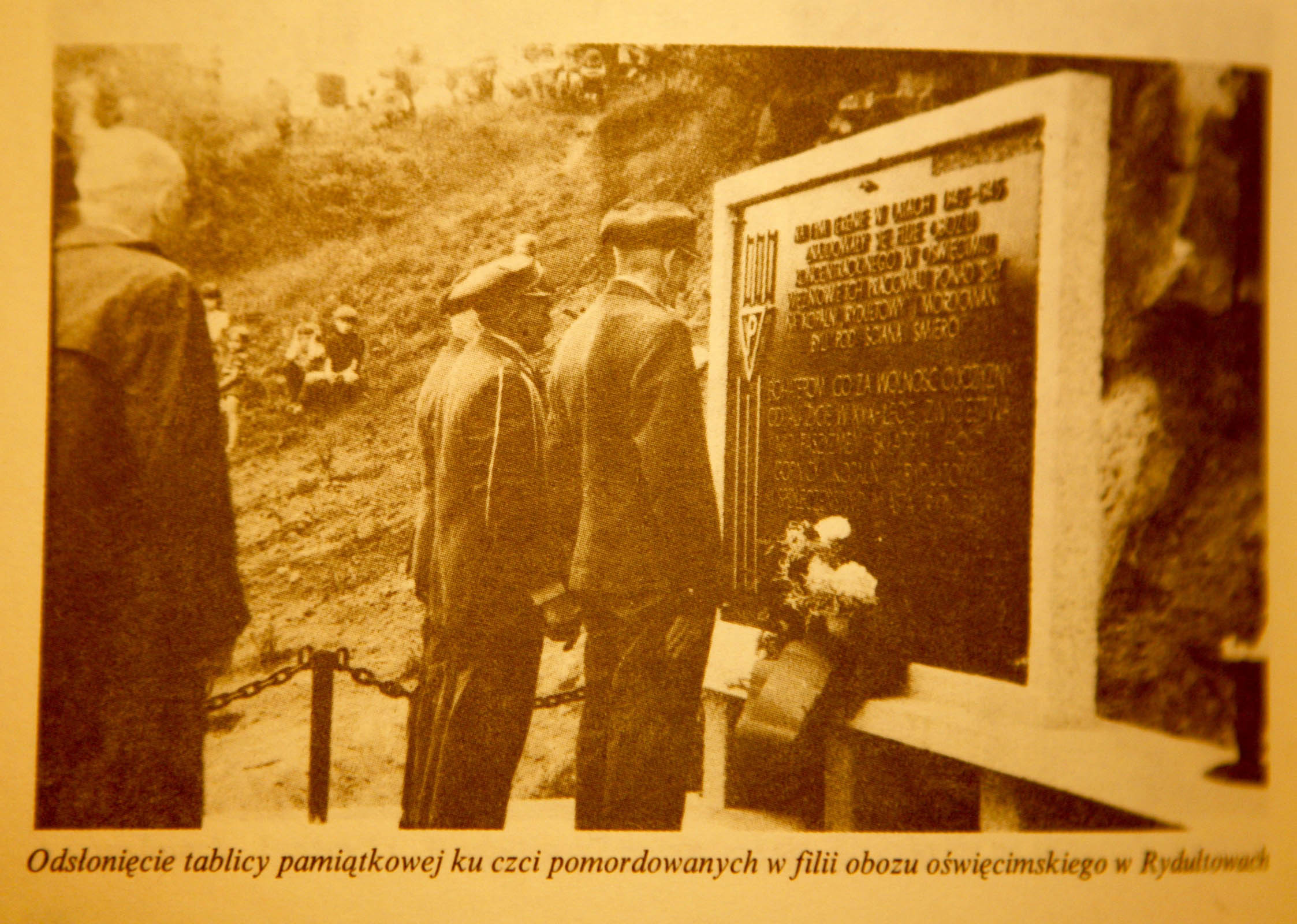 Unveliing of memorial to Auschwitz prisoners in 1975