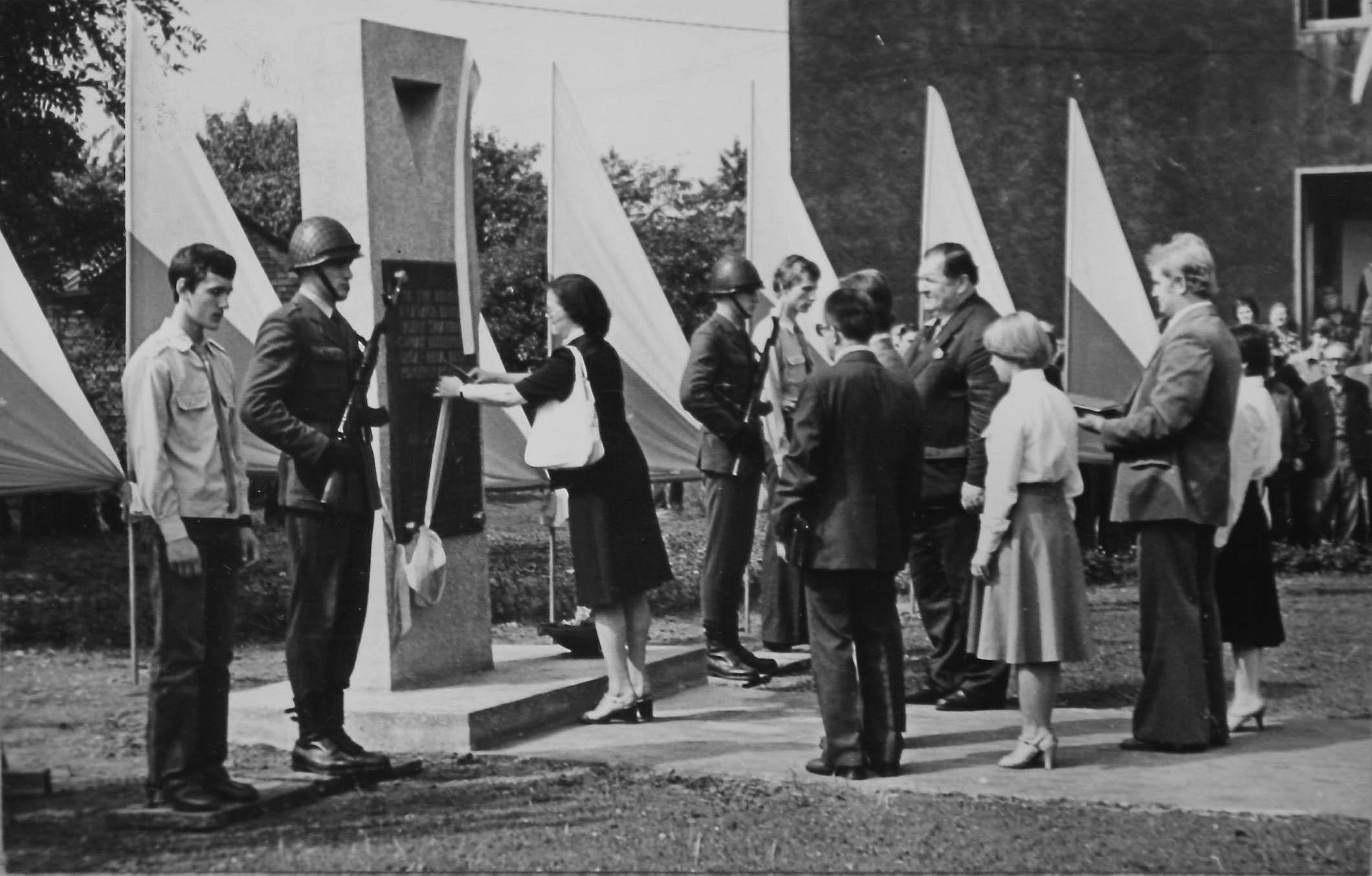 Unveliing of memorial to Gleiwitz II sub camp. 1979 5360