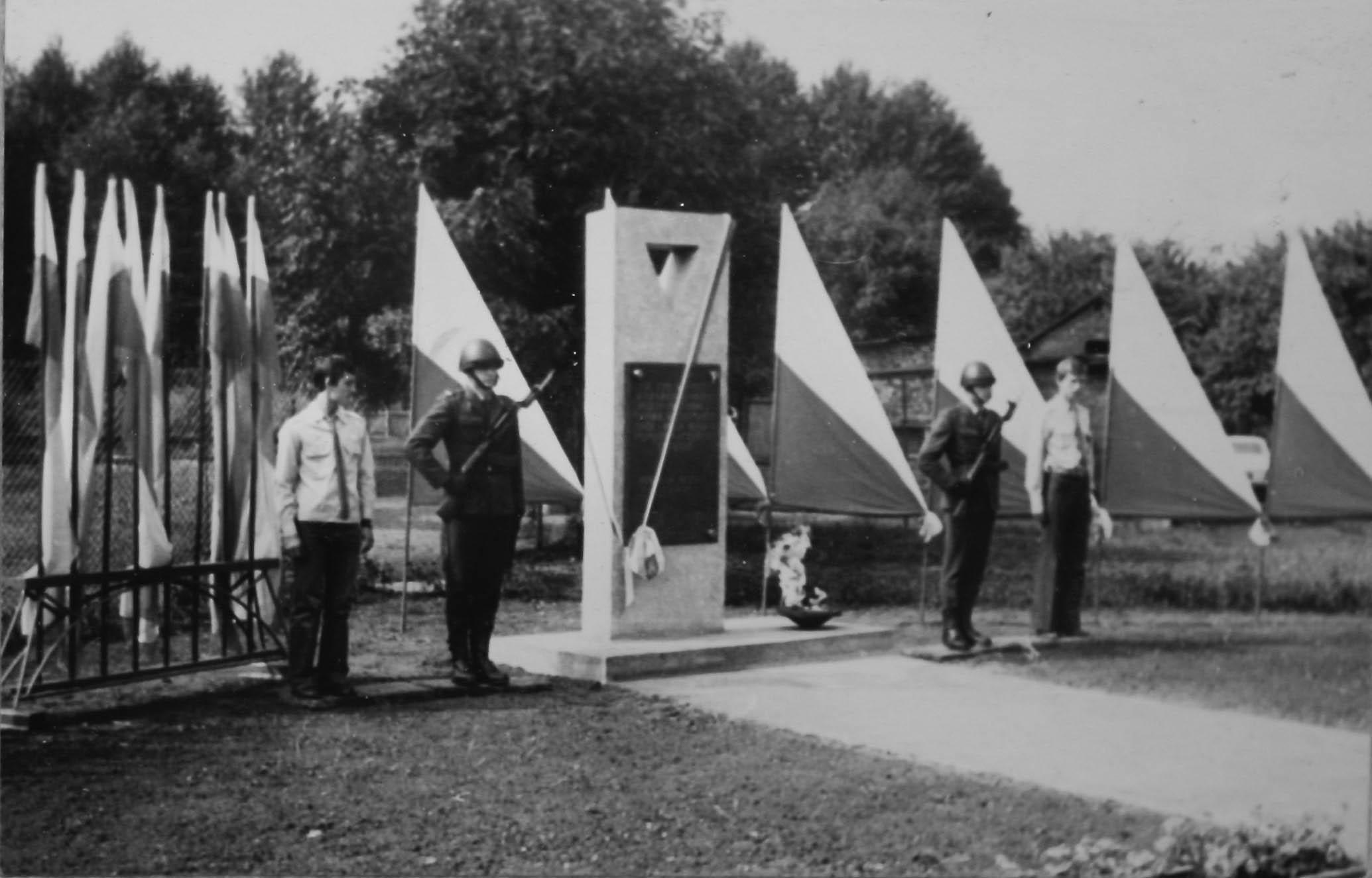 Unveliing of memorial to Gleiwitz II sub camp. 1979 5363