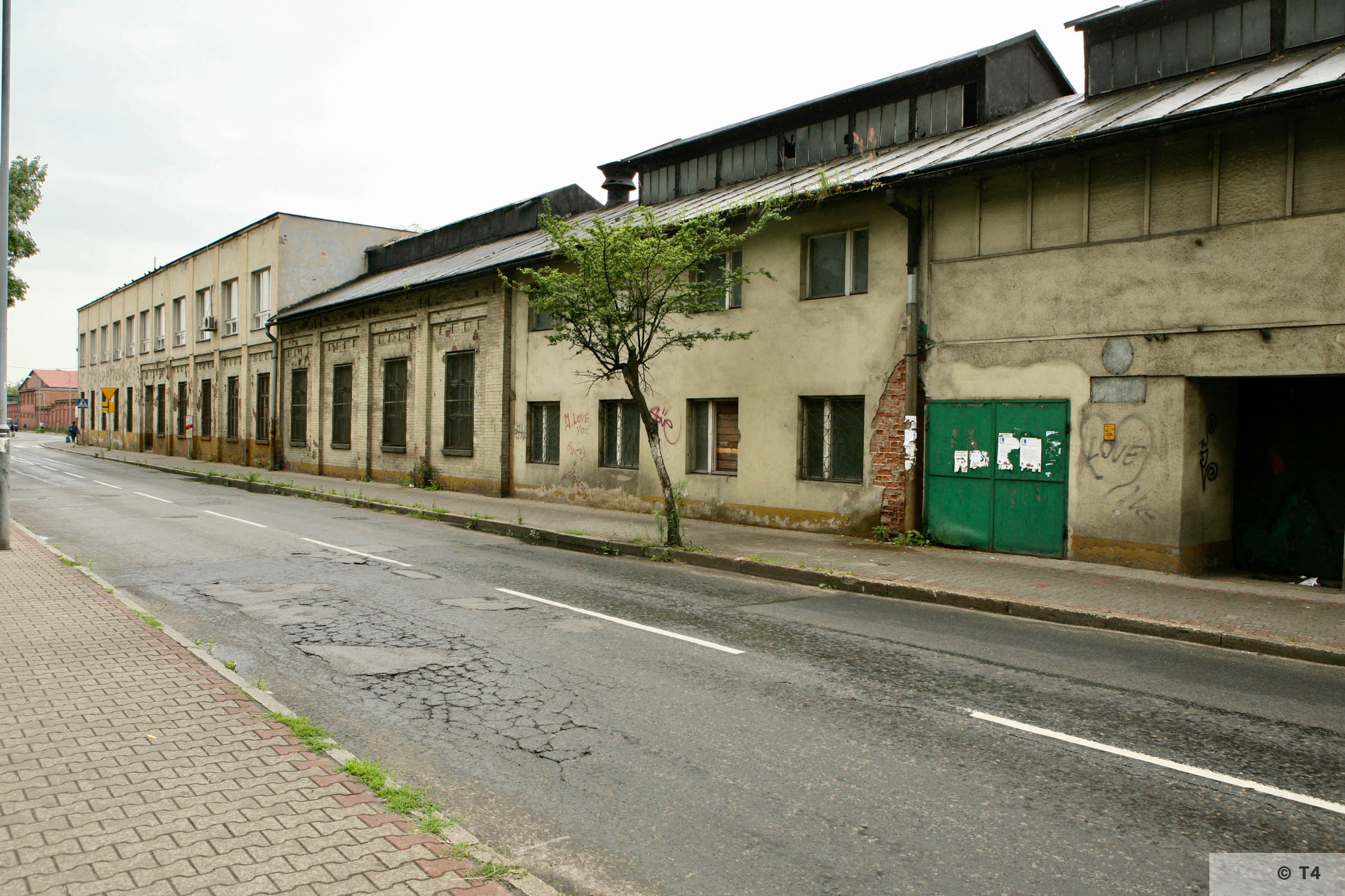View along ul Sienkiewicza. Steel work buildings. 2007 T4 9529