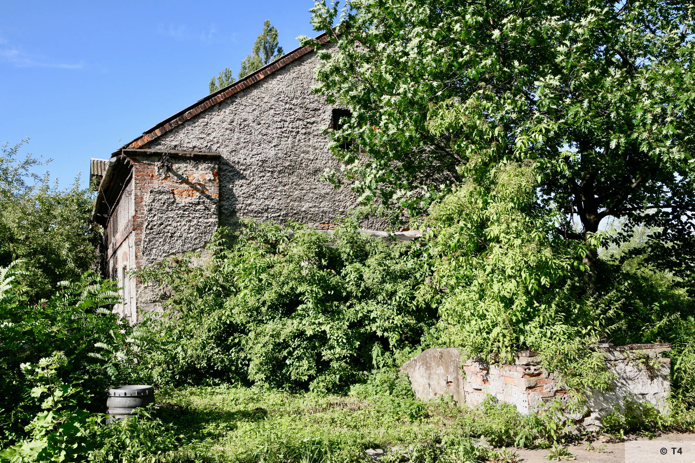 View of the single storey stable block where prisoners lived from outside the camp. 2007 T4 9363